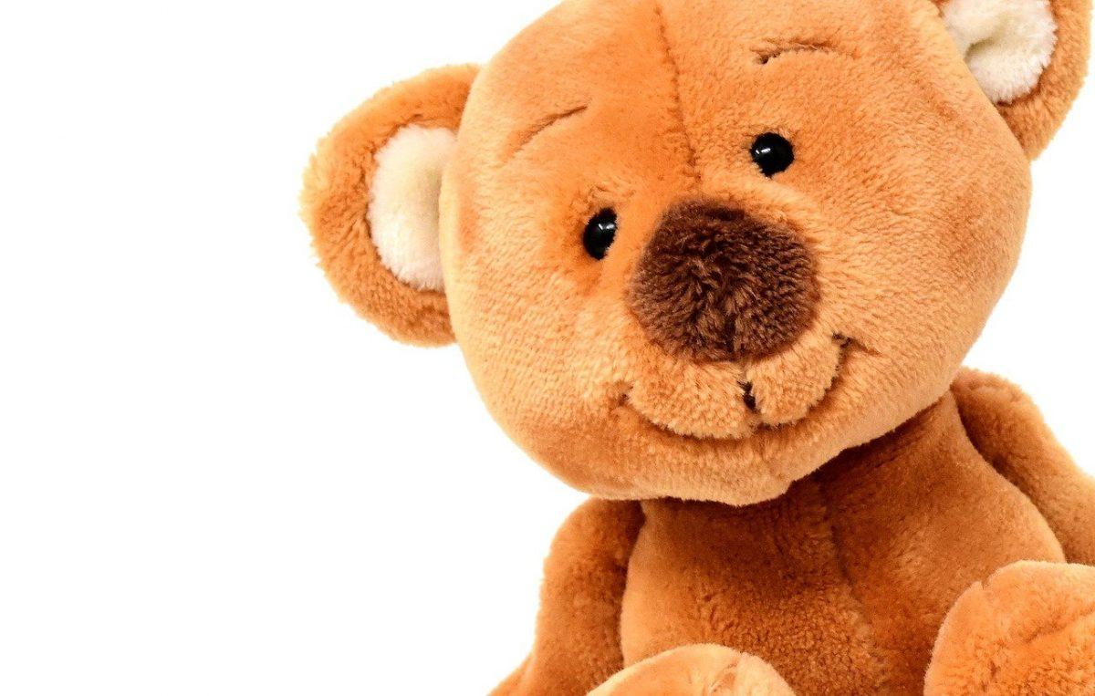 brązowy, pluszowy uśmiechniety miś-zdjęcie