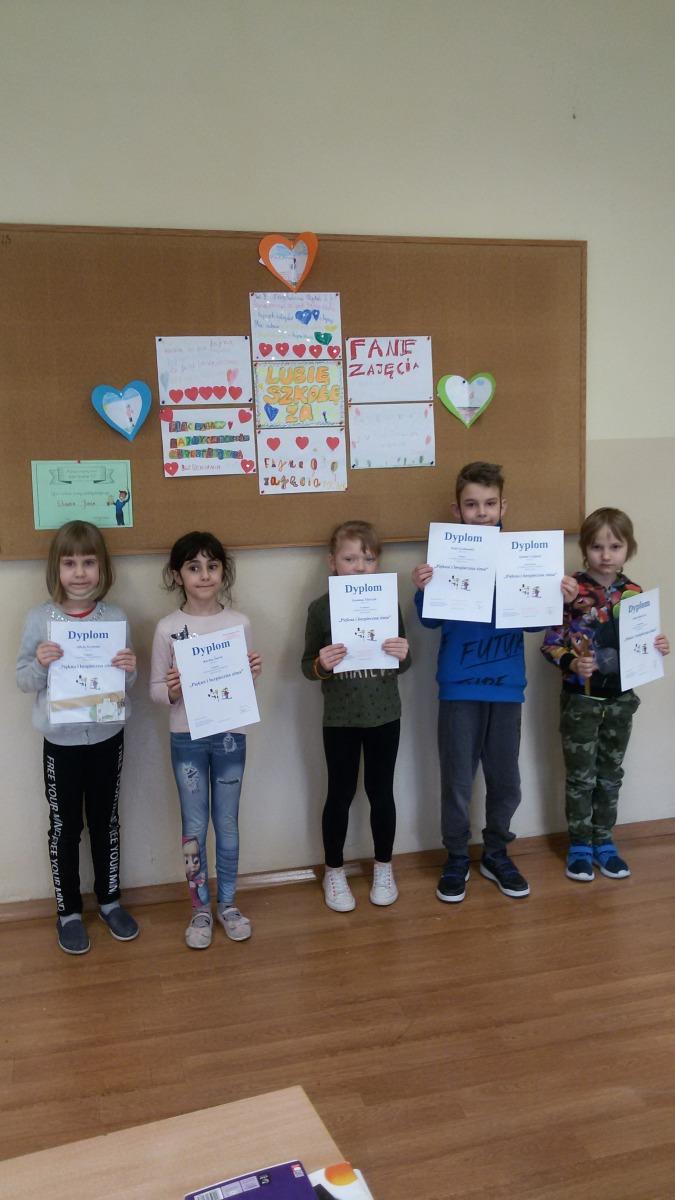 Dzieci z dyplomami (3)