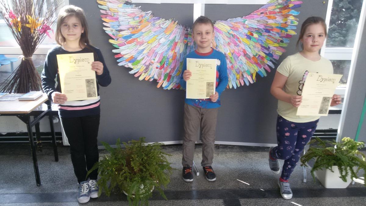 Dzieci zdyplomami