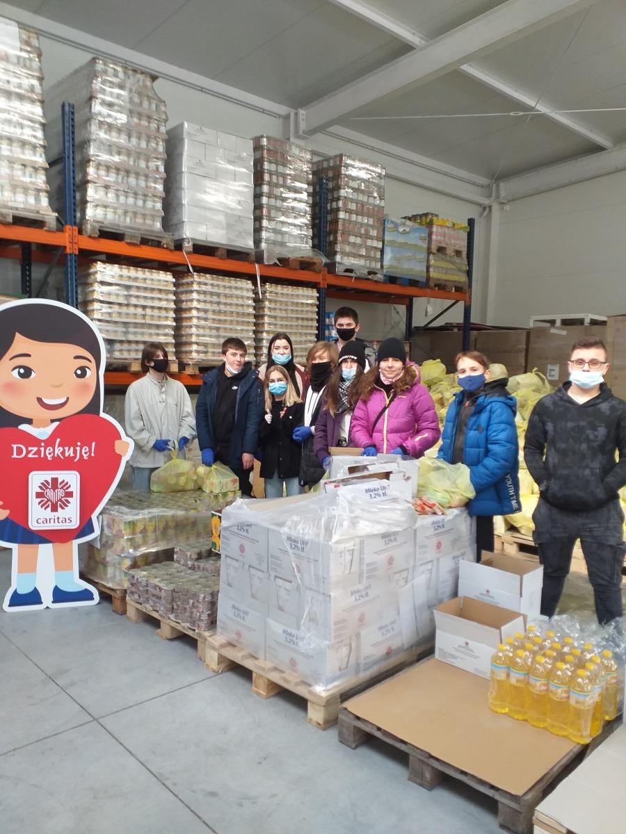 charytatywna pomoc uczniówklas 8-ych