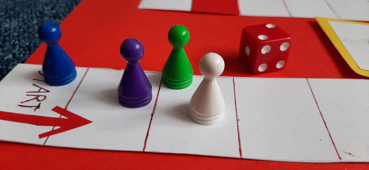 6_gra czerwone krzesło
