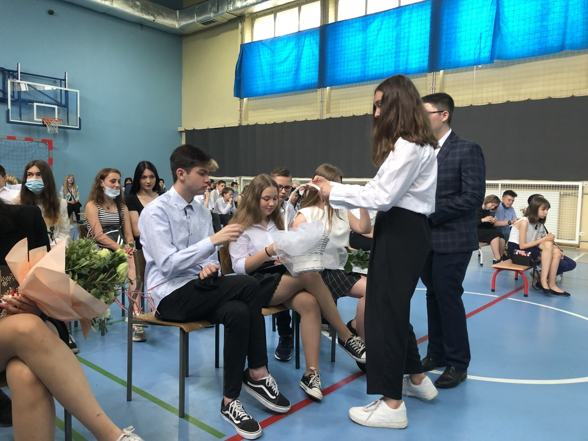 2-zdjęcie uczniów z zakończenia roku