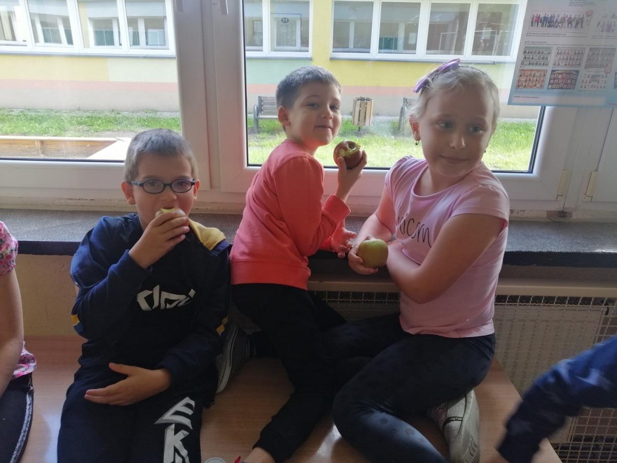 2-dzien-jablka-klasa-1b