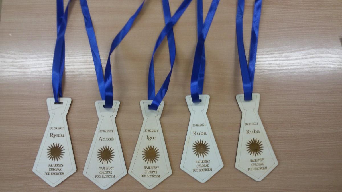 medale-z-okazji-dnia-chlopaka
